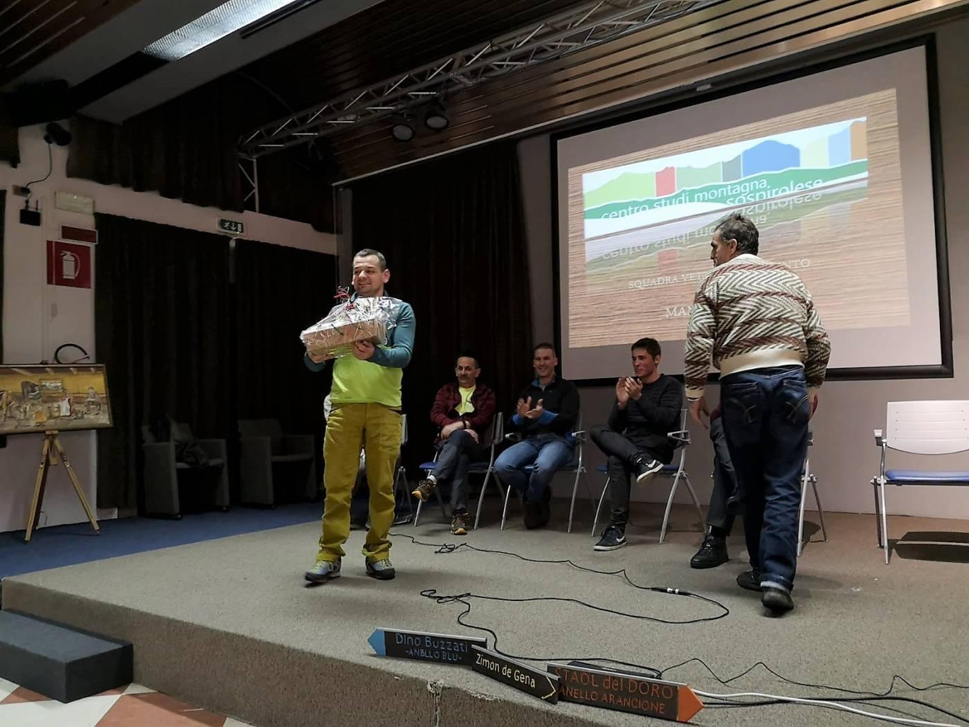 Centro Studi per la Montagna Sospirolese - consegna del premio a Manuel Case