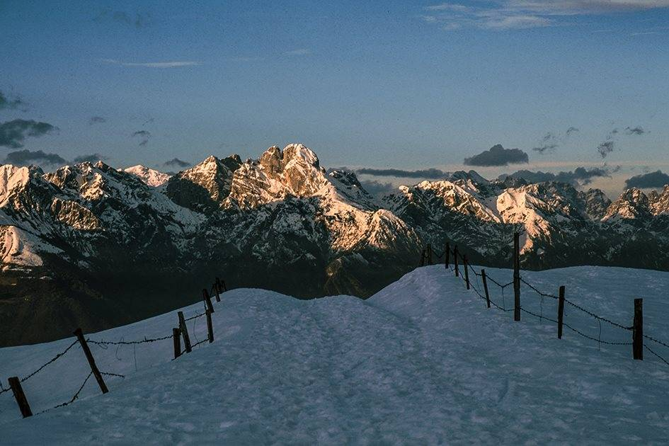 Il Pizzocco e le montagne circostanti viste dalle Prealpi bellunesi - Foto: Dario Tonet