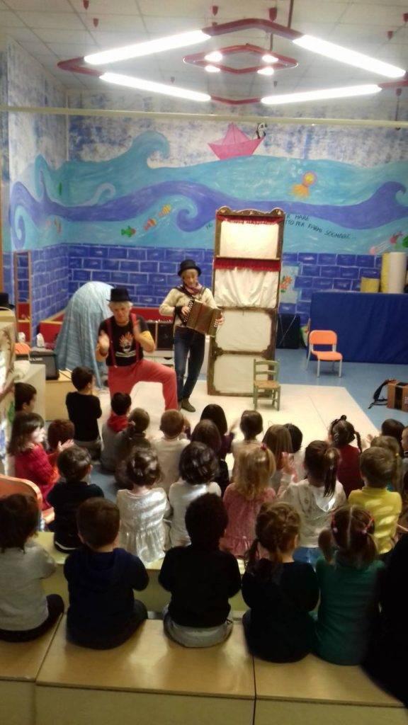 Teatro di burattini alla scuola dell'infanzia di Villabruna
